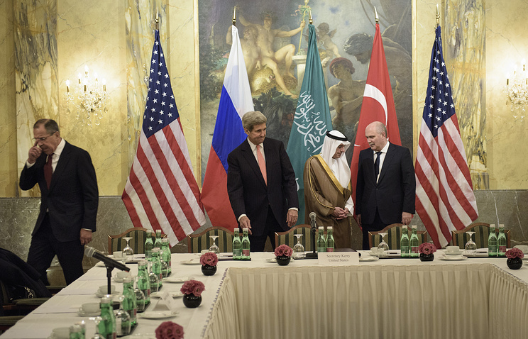 Russian Foreign Minister Sergei Lavrov, US Secretary of State John Kerry, Saudi Foreign Minister Adel al-Jubeir and Turkish Foreign Minister Feridun Sinirlioglu at meeting in Vienna