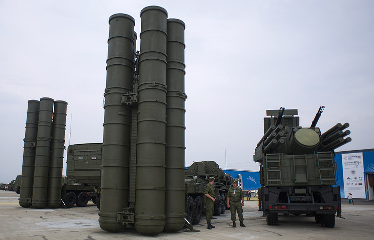 A S-400 Triumf anti-aircraft weapon system