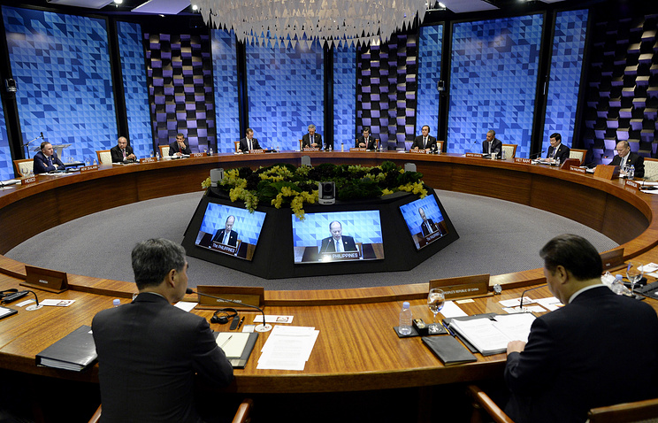 Leaders at the plenary session at APEC Summit in Manila, Philippines