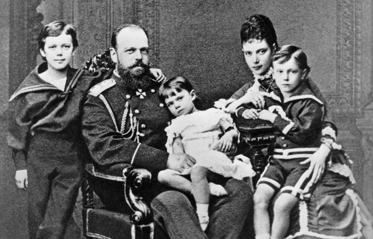 Russian Emperor Alexander III with his spouse Empress Maria Feodorovna and children
