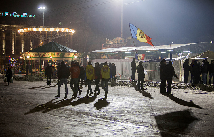 People in front of the government building, during protest in Chisinau