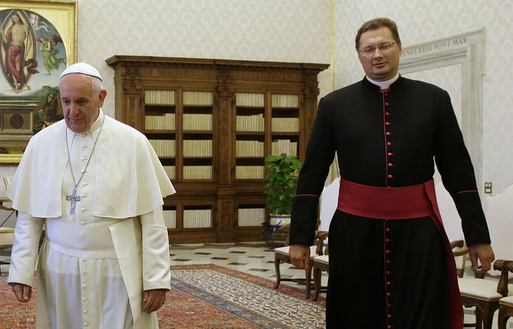 Pope Francis and Visvaldas Kulbokas in June 2015