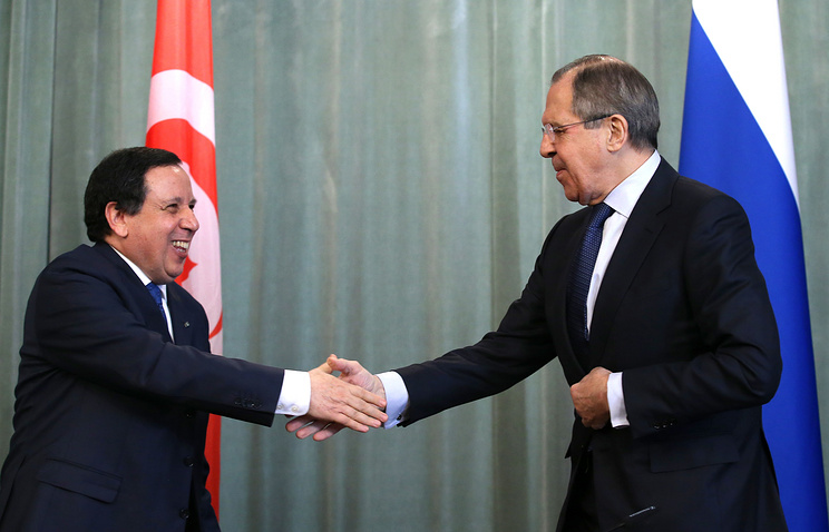 Tunisian and Russian Foreign Ministers Khemaies Jhinaoui and Sergei Lavrov