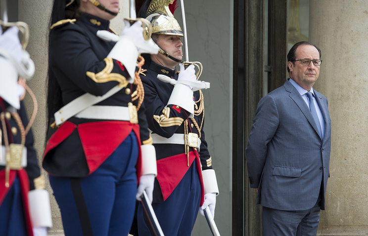 French President Francois Hollande in the Elysee Palace