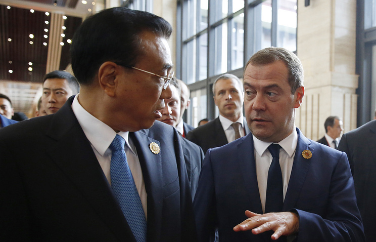 Premier of the State Council of the People's Republic of China Li Keqiang and Russian Prime Minister Dmitry Medvedev