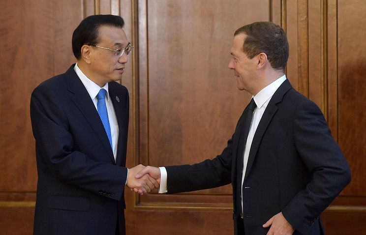 China's State Council Premier Li Keqiang and Russia's Prime Minister Dmitry Medvedev