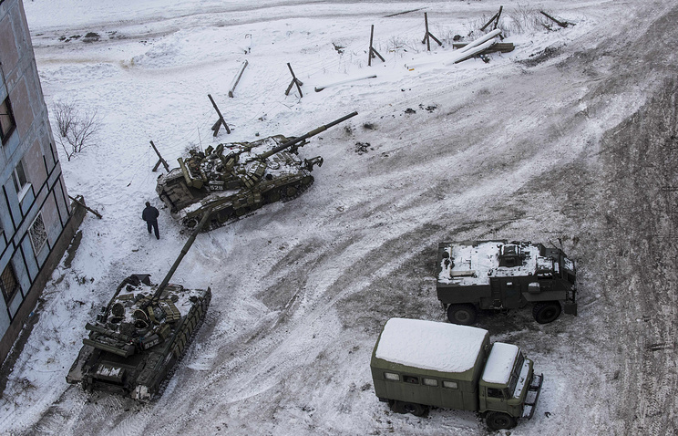 Ukrainian tanks stand in the yard of an apartment block in Avdeyevka, eastern Ukraine