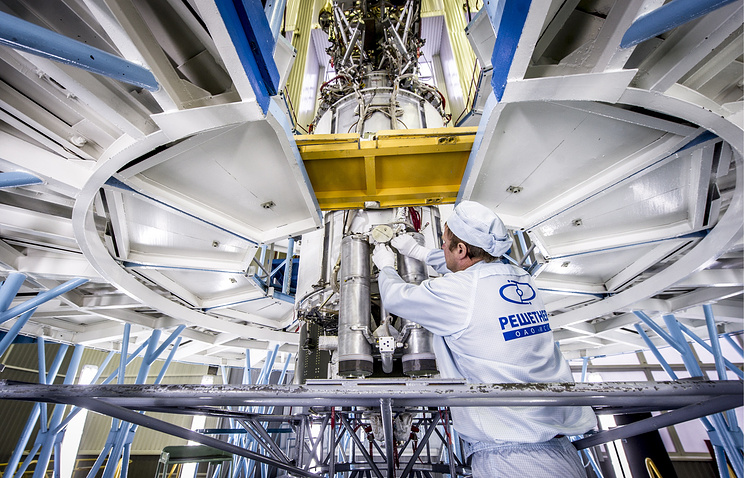 Assembling a Glonass-M spacecraft