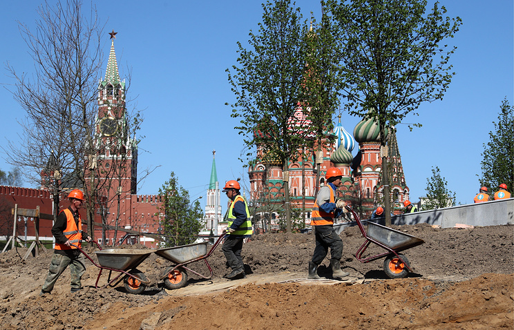Workers seen at the construction site of Zaryadie Park