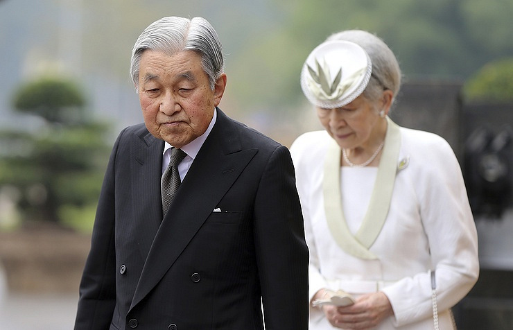 Japan abdication in clear, but line of heirs thin