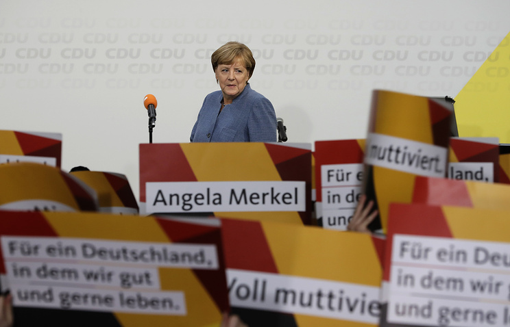 Merkel, Schulz at home base on final campaign push