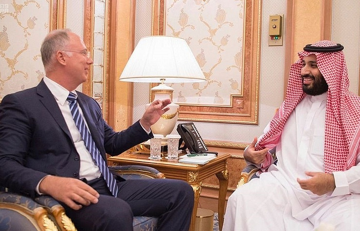 Director of the Russian Direct Investment Fund Kirill Dmitriyev and Saudi Crown Prince Mohammad bin Salman Al-Saud
