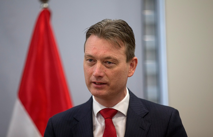 Dutch Foreign Minister Resigns After Lying About Putin Meeting
