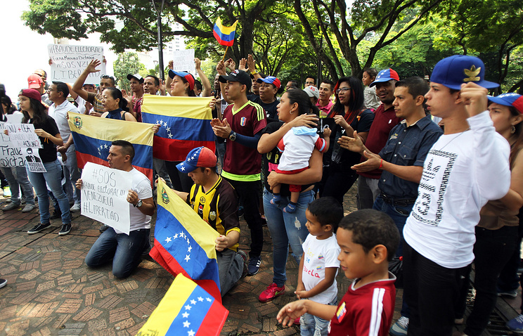 Venezuela expels two U.S. diplomats after new sanctions