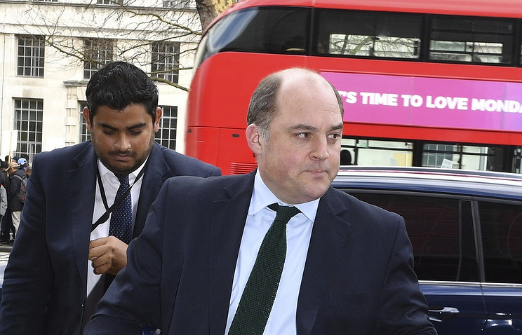 Minister of State for Security at the Home Office Ben Wallace (right)