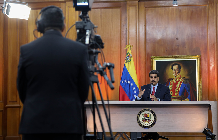 U.S.  in Touch With Venezuelan Military, Mulls New Sanctions on Maduro