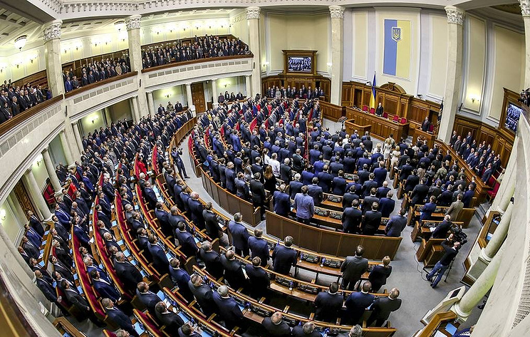 Ukraine's leader disbands parliament, calls early election