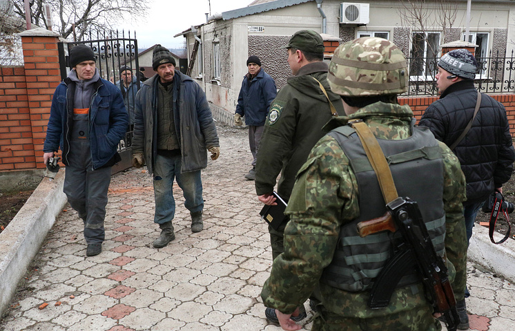 Ukrainian soldiers and locals in Mariupol